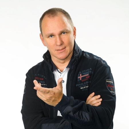 Eric Adler mit Fliegerjacke