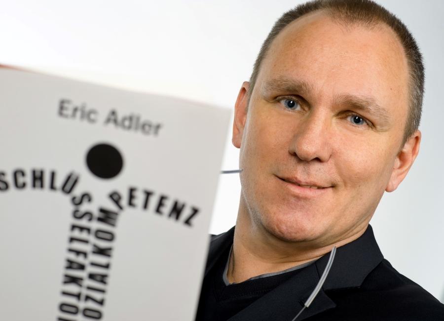 Eric Adler mit Buch